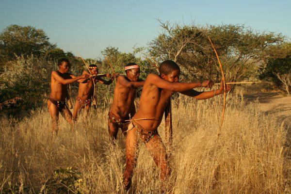 jagende San bosjesmannen bij Omandumba