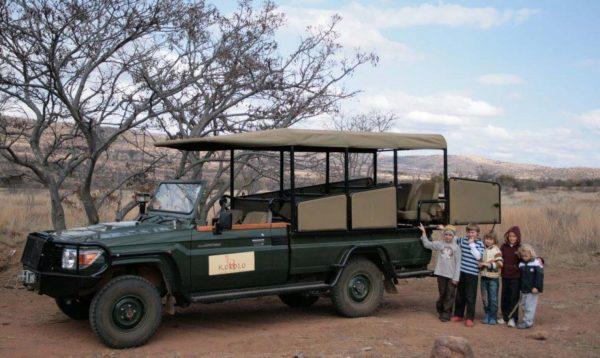 Met kinderen op safari.