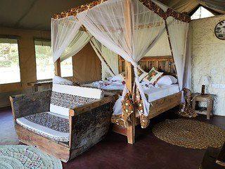 Interieur van een safaritent in Tanzania